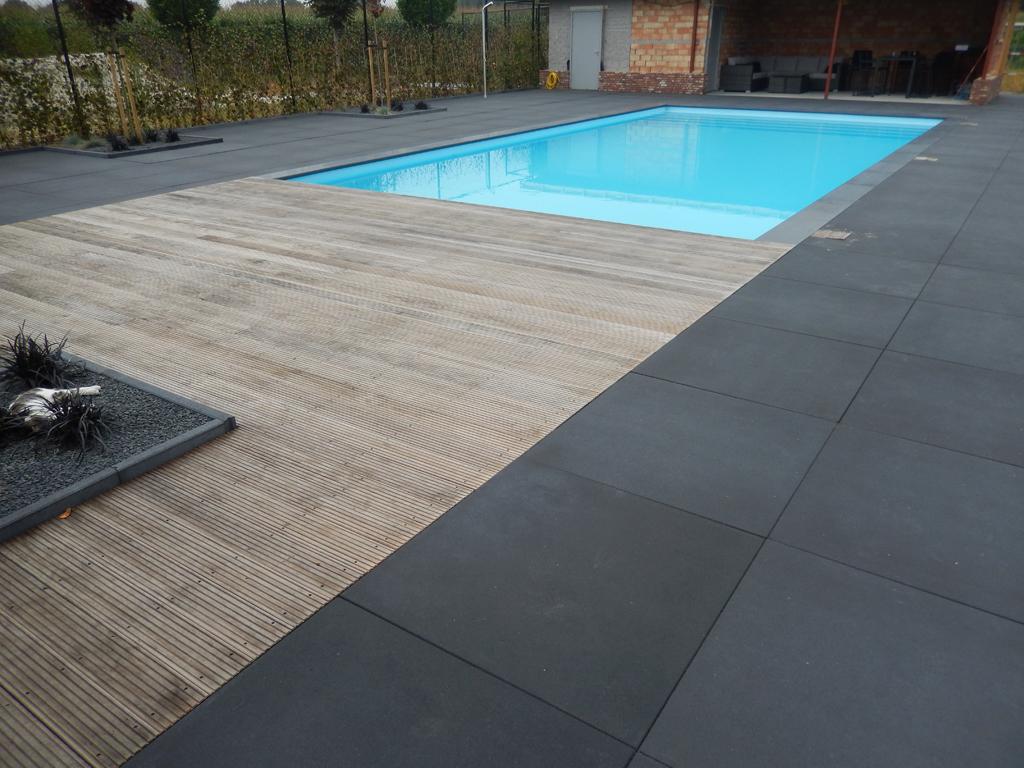 Zwembad geïntegreerd in het terras