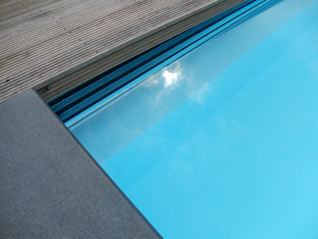 Rol lamellendek onzichtbaar in een constructie onder water
